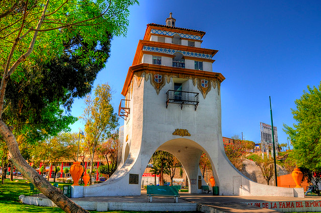 Torre Agua Caliente : Tijuana