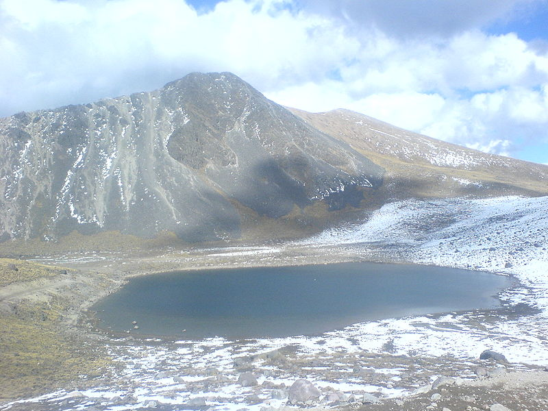 800px-Nevado_de_Toluca_with_crater_lake