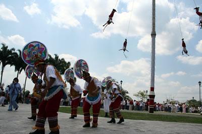 Voladores de papantla, veracruz, totonacas, indígenas, mexico