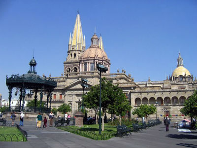 full-GuadalajaraPlazalasArmas_gonzaloh_flickr