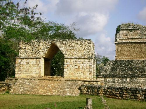 Arco_de_Entrada_Ek_Balam_Yucatán_2008