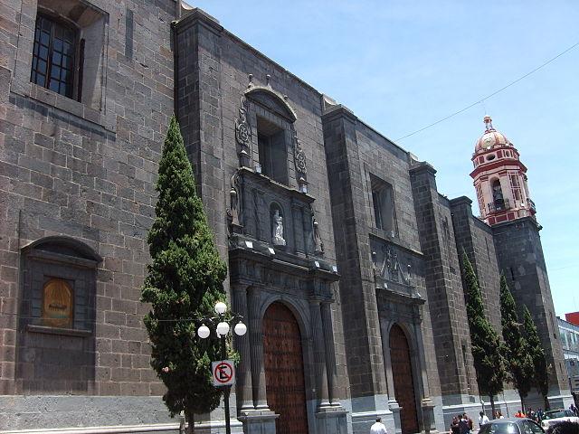 640px-Templo_de_la_Santísima_Trinidad
