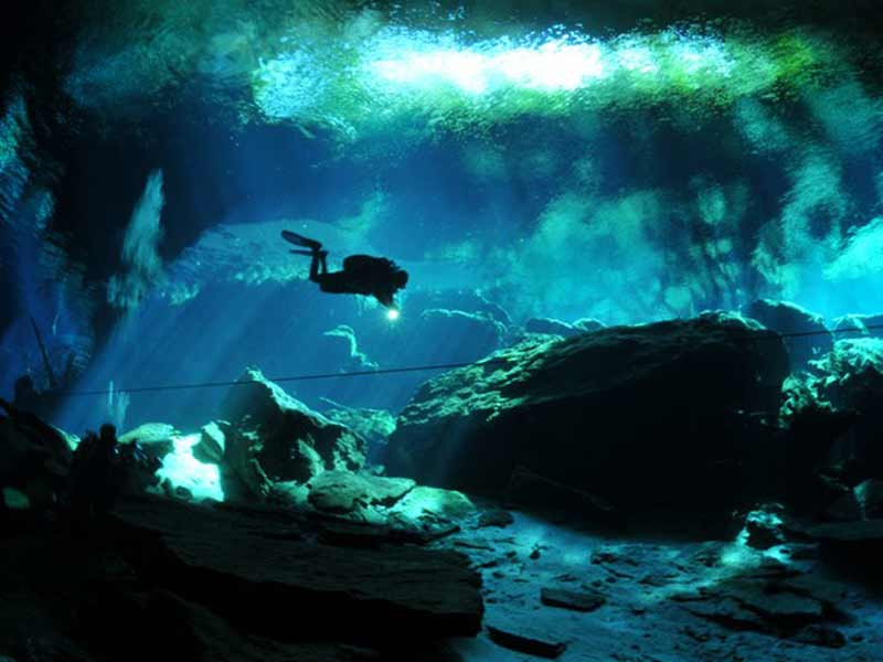 mexico_cenote_diving