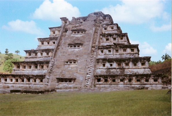 El_Tajín_Pyramid_of_the_Niches