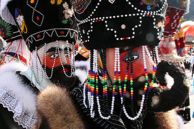 Morelos: Chinelos en el carnaval de Tepoztlan © Lara