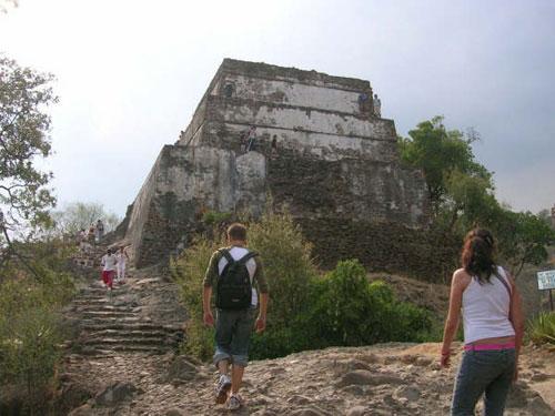 tepoztlan-pyramid