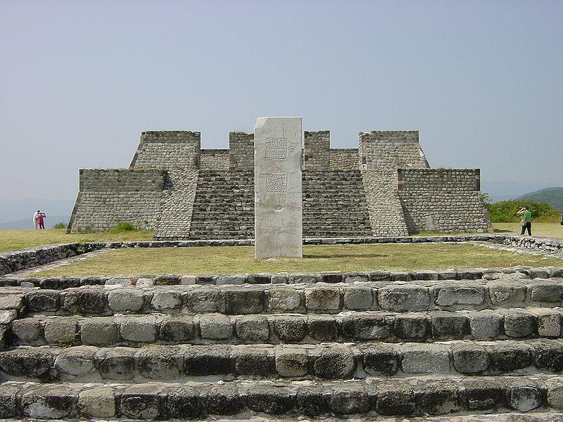 800px-Mexico_xochicalco_pyramids