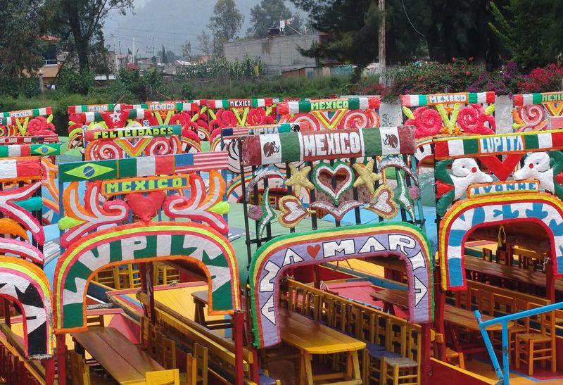 800px-XochimilcoBoats-Mexico