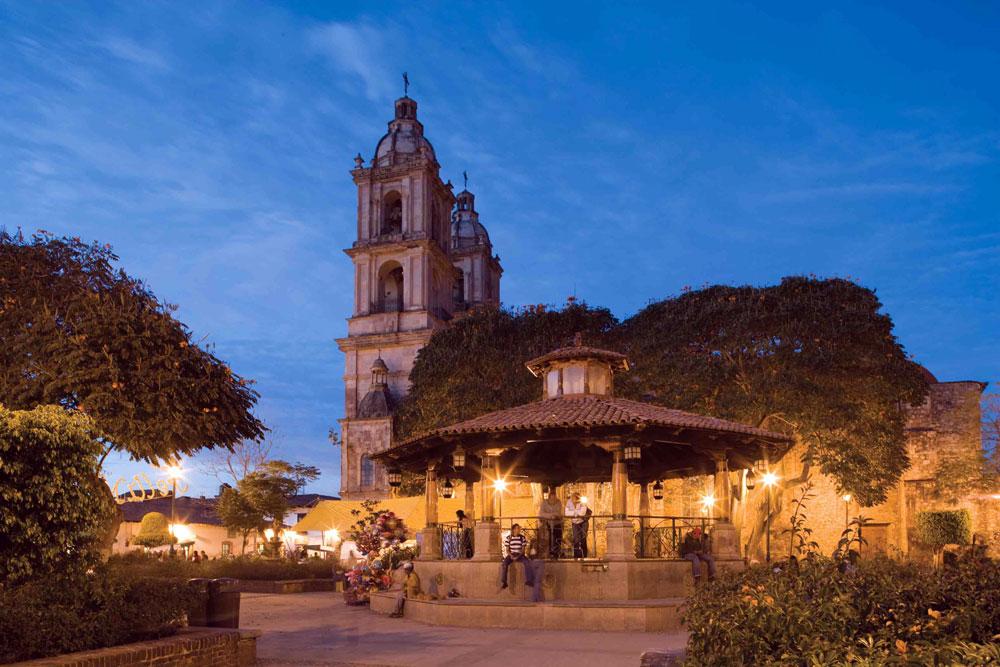 MEX_Valle_de_bravo_plaza-1