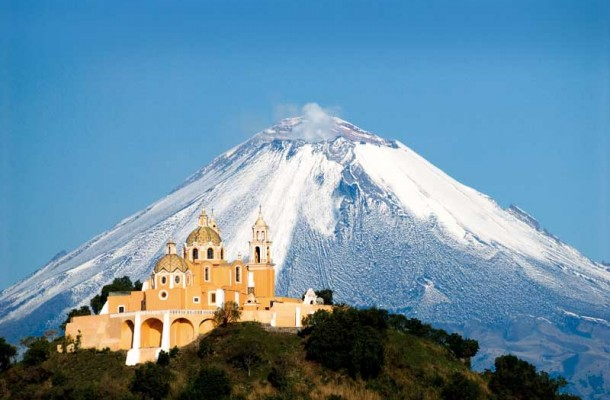 Puebla-Cholula-Church-Nuestra-Senora-de-los-Remedios-and-Popocatepetl-Volcano-610x400