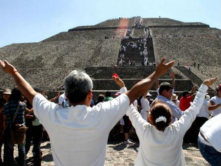miles-visitaran-teotihuacan-en-el-equinoccio_129603