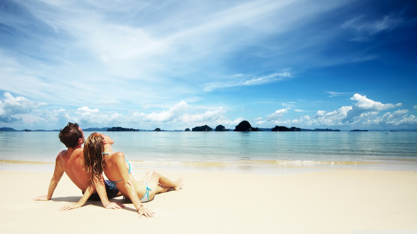 love_on_the_beach_2-wallpaper-1366x768